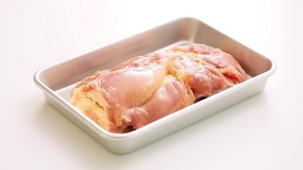 顔が見えるお肉。北国ハーブ育ち鶏を使ったお惣菜