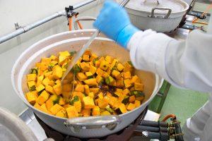 かぼちゃ煮を煮る達人!川上さんに教わる作り方