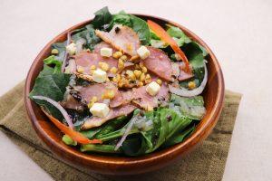 生のほうれん草をおいしく食べるサラダ