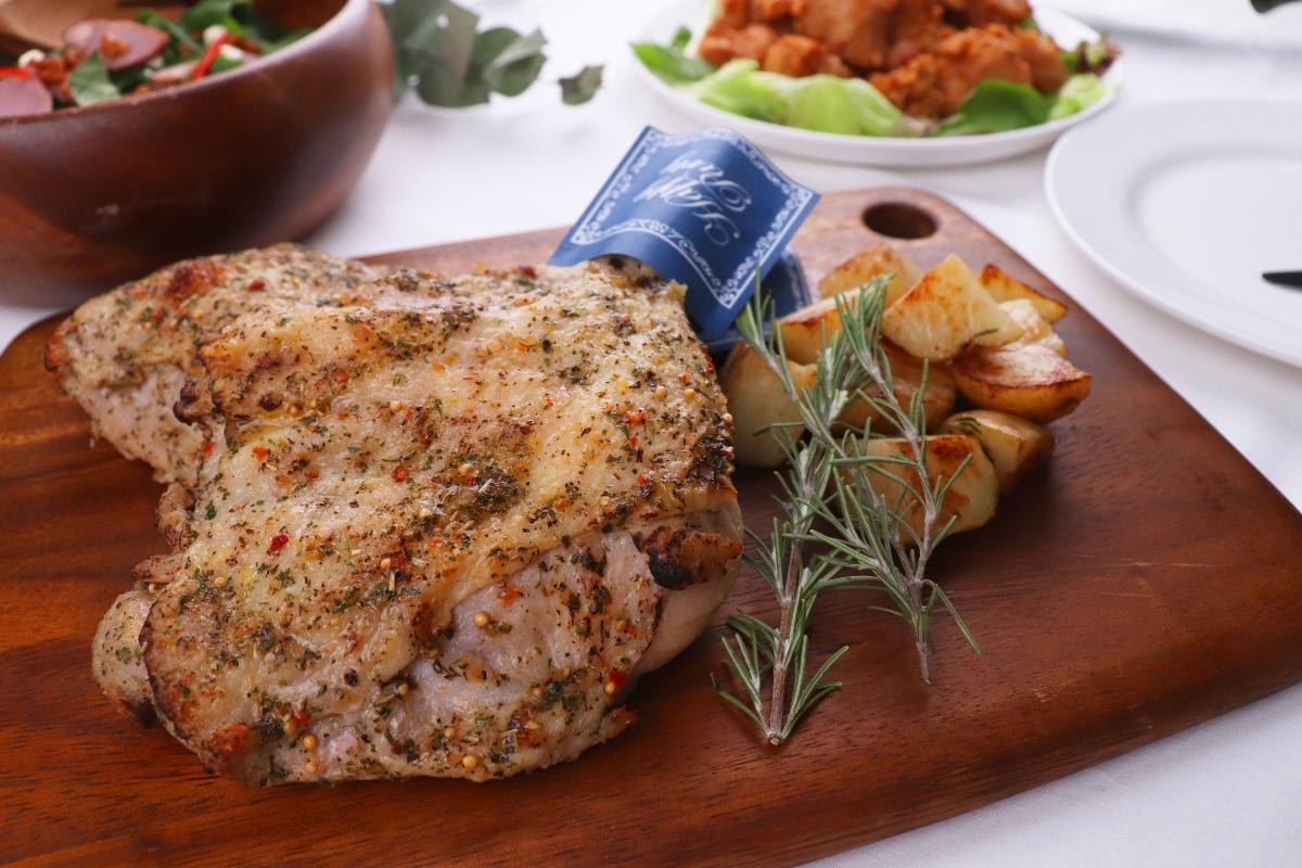 長州ハーブ鶏の7種のハーブ香るローストレッグ